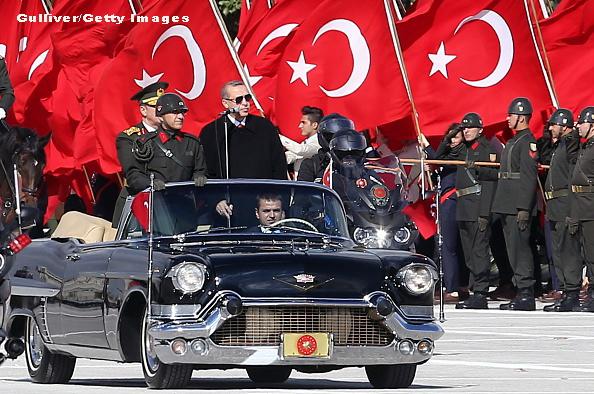 Presedintele Recep Erdogan se pregateste sa trimita avioane de lupta, nave si soldati in Qatar: