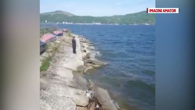 Un barbat in varsta de 35 de ani din Orsova si-a pierdut viata dupa ce a alunecat si a cazut in apa. Dupa ce se uita
