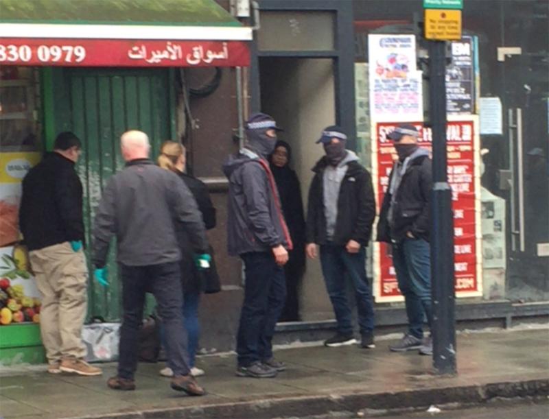 Operatiune antiterorista in Londra. O femeie a fost impuscata de politisti, alte 4 persoane au fost arestate