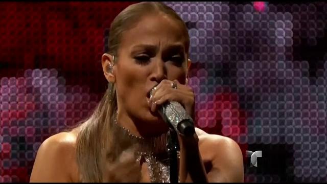 Jennifer Lopez si-a facut aparitia intr-o rochie cu un decolteu generos la gala premiilor Bilboard. FOTO