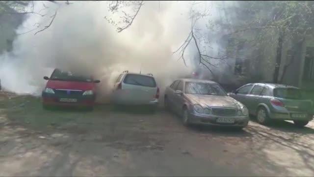 Panica in curtea spitalului din Focsani. Masina unei femei care venise cu copilul la urgenta a luat foc in parcare