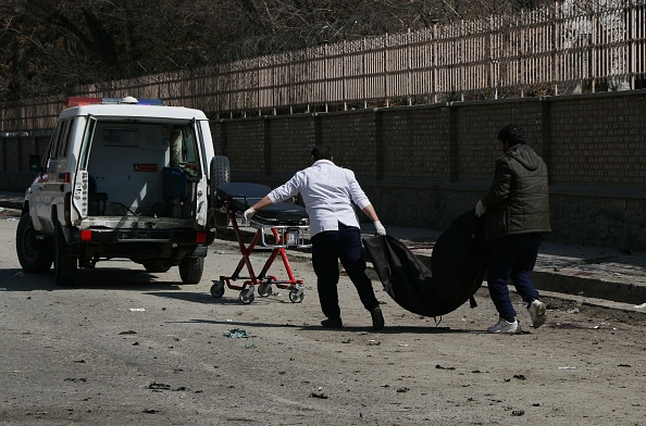 Bombardamente asupra unei școli. Zeci de copii uciși în urma atacului