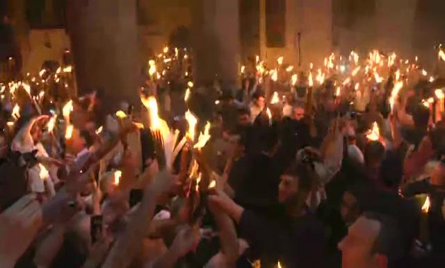 Lumina Sfântă s-a aprins la Ierusalim. LIVE VIDEO