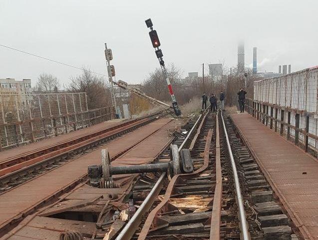 Tren deraiat din cauza unei alunecări de teren, în Caraş Severin