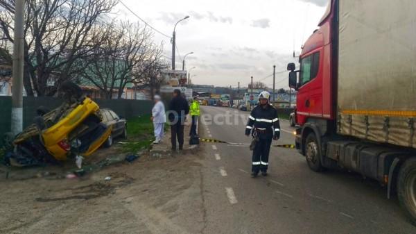 Impact violent între un TIR și 3 autoturisme, în Suceava. O persoană a murit, iar 4 au ajuns la spital