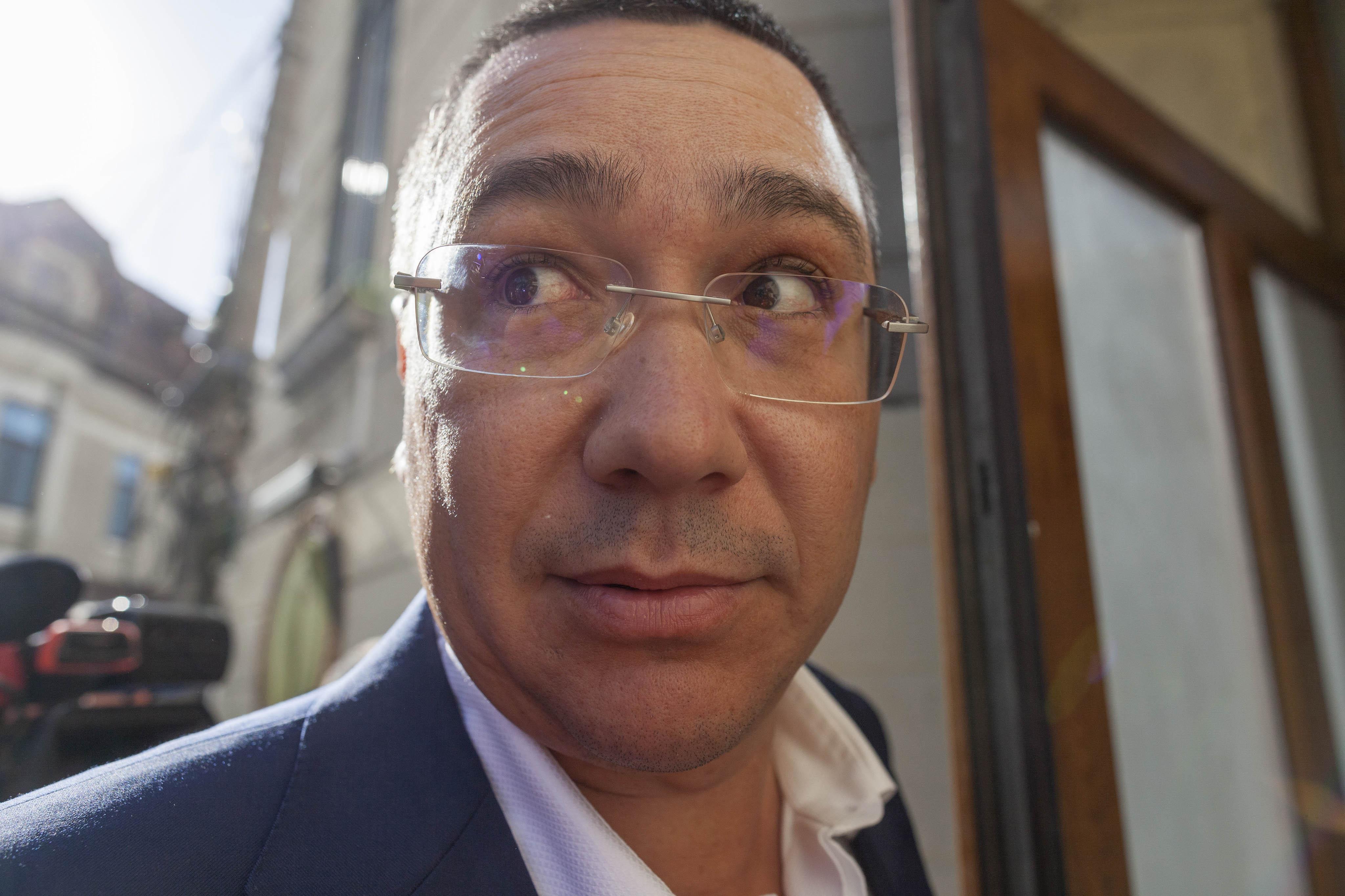 """Ponta, atac la Dragnea: """"Îl băteai la cap pe Maior să o angajeze pe iubita ta la SRI """""""