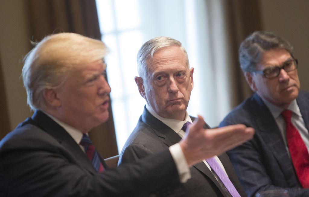 Trump ar fi vrut un atac mai amplu în Siria și să distrugă sistemul de apărare aeriană al Rusiei. James Mattis l-a oprit