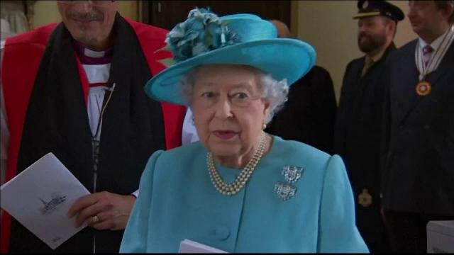 Regina Elisabeta a II-a împlineşte 92 de ani. Momentul va fi marcat cu salve de tun