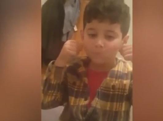 Copil umilit de profesoară, după ce i-ar fi lipit bandă adezivă peste gură, în timpul orei
