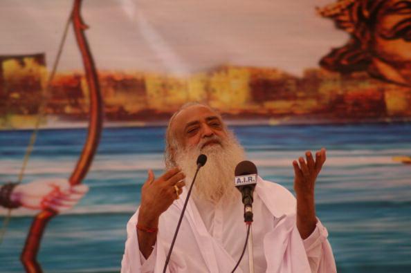 Guru indian, cu milioane de adepţi în întreaga lume, condamnat pentru viol