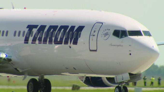 Avion TAROM întors din drum, pe Otopeni. Comandantul a simțit miros de fum