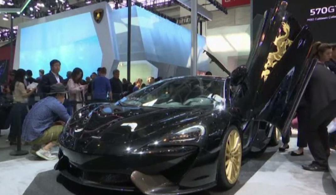 Salonul auto de la Beijing. McLaren 570GT are câte un dragon pe portiere