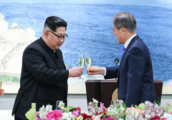 Kim Jong Un a primit un stick USB de la președintele sud-coreean. Informațiile stocate