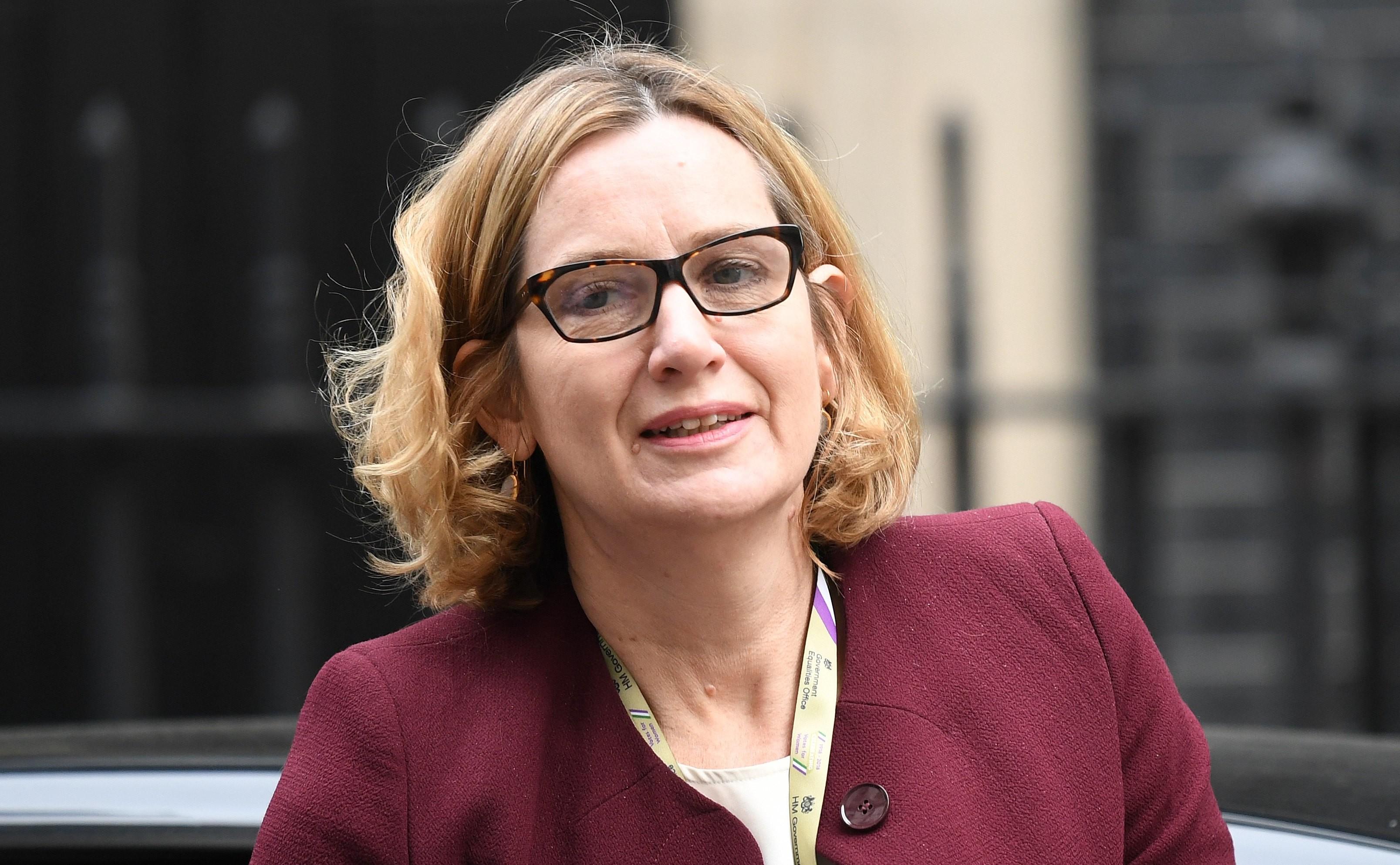 Ministrul britanic de Interne a demisionat după criticile opoziției privind criza imigranților din Caraibe