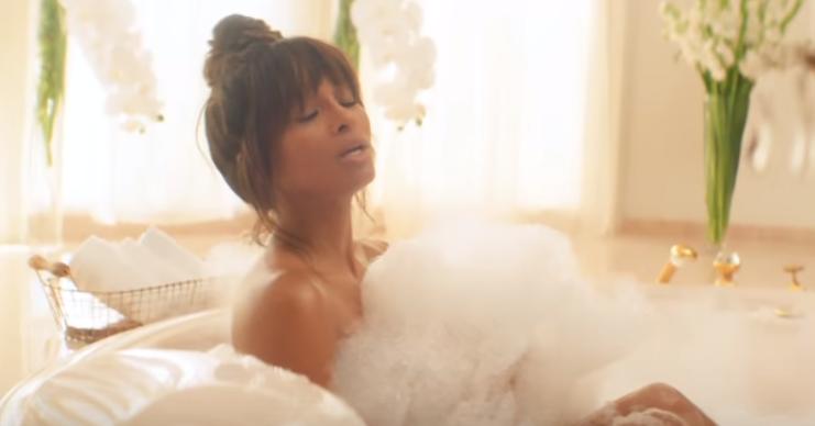 Ciara apare complet goală în cel mai recent videoclip. Dans provocator într-o vilă luxoasă