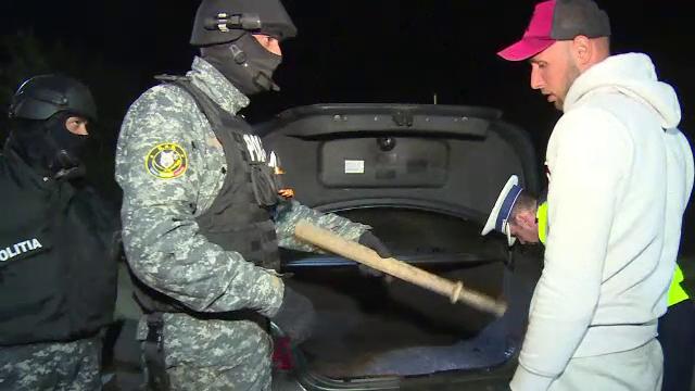 Reacţia unui şofer prins de poliţie cu o bâtă de baseball la el.