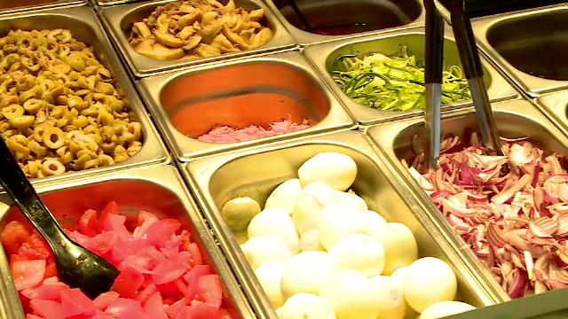 O firmă de catering care hrănea românii carantinați, amendată cu 13.000 de lei