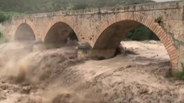 Stare de urgență în Creta. Drumuri şi poduri închise, din cauza inundațiilor