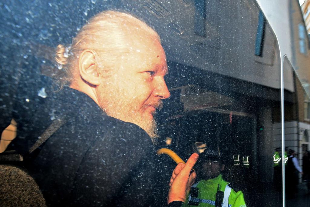 SUA îl acuză pe Assange că ar fi conspirat pentru accesarea ilegală a computerelor de la Pentagon