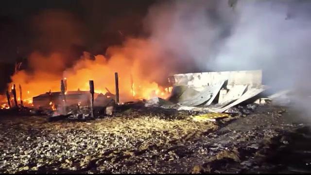 Locuințe evacuate în regim de urgență, din cauza unui tren deraiat. Ce substanță transporta