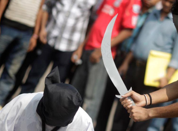 Bărbat decapitat după ce a recunoscut că e homosexual. Și partenerii au fost uciși