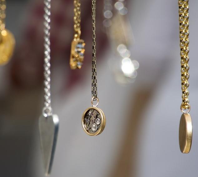 (P) Dăruiește-le celor dragi bijuterii personalizate! Iată de ce ar trebui să alegi aceste accesorii