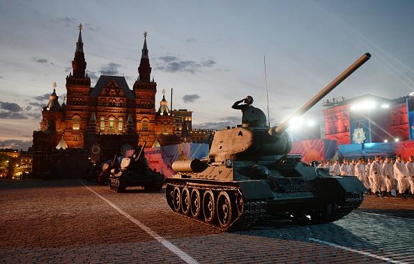 Cum au fost puși în pericol mii de soldați ruși. Parada la care Putin nu vrea să renunțe