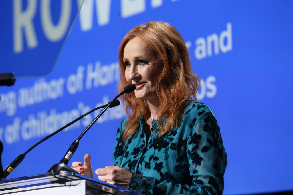 J.K. Rowling susţine că s-ar fi vindecat de COVID-19. Tehnica de respirație pe care a folosit-o