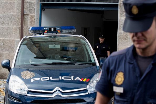 Interlopi români, acuzați de proxenetism, trafic de minore și de droguri în Spania. VIDEO