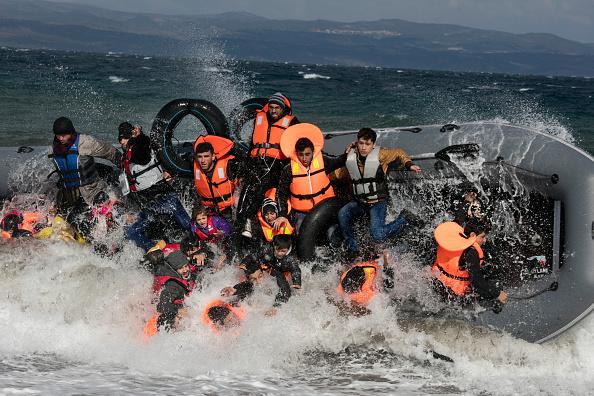 O ambarcațiune cu 30 de migranți la bord a naufragiat în largul Tunisiei. Șapte persoane, salvate