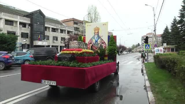 Procesiune în Târgoviște cu moaştele sfântului ierarh Nifon