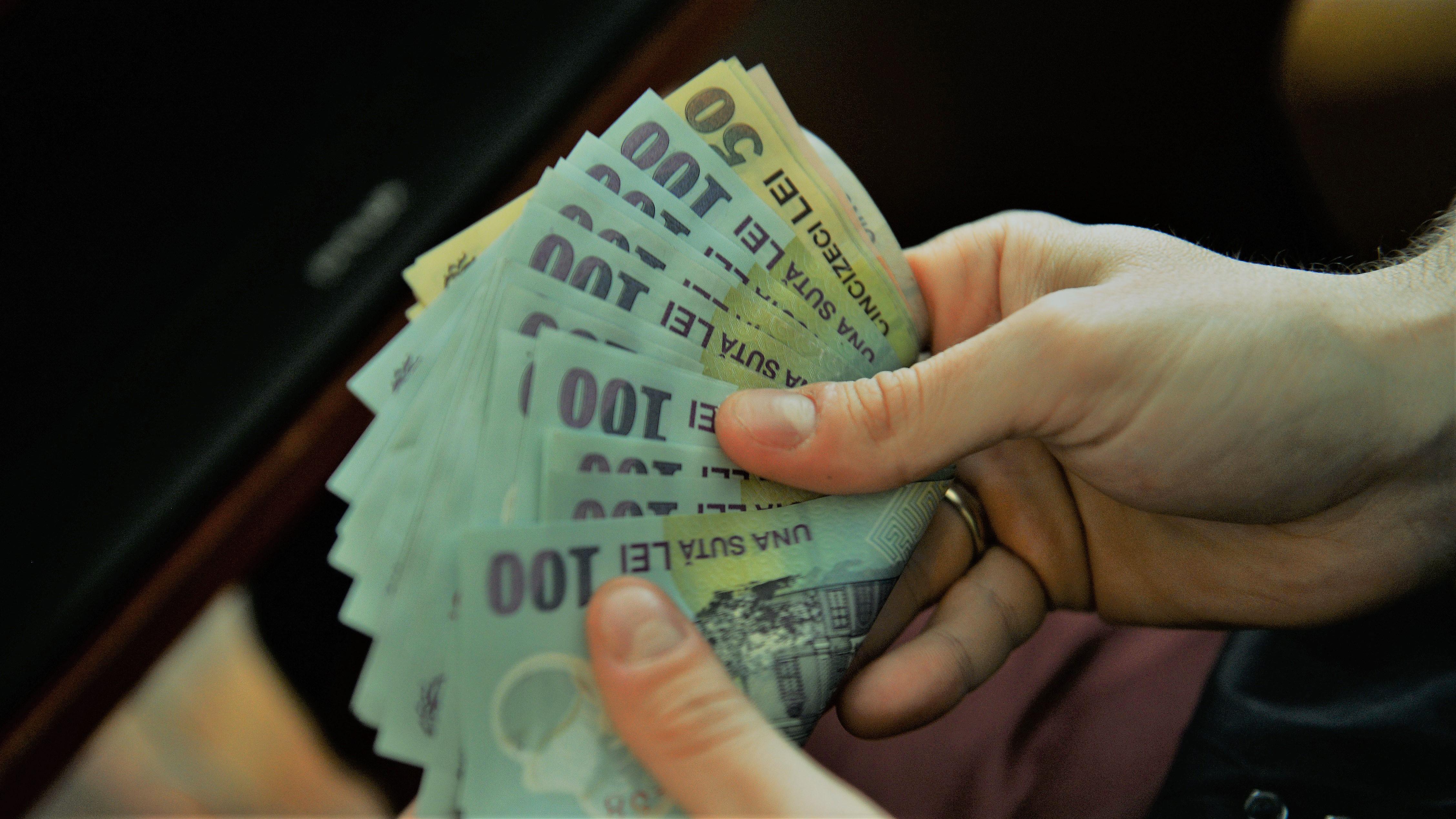 Guvernul a aprobat un stimulent financiar pentru zeci de mii de români. Care este valoarea acestuia