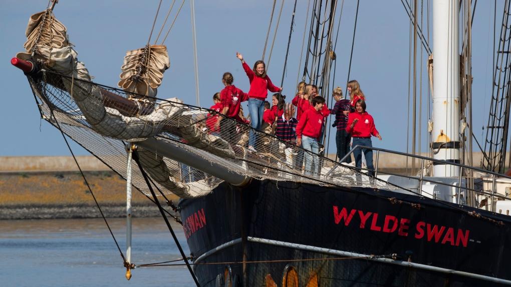 Un grup de elevi olandezi s-a întors acasă din Caraibe după ce a traversat Atlanticul cu un vas vechi de 100 de ani