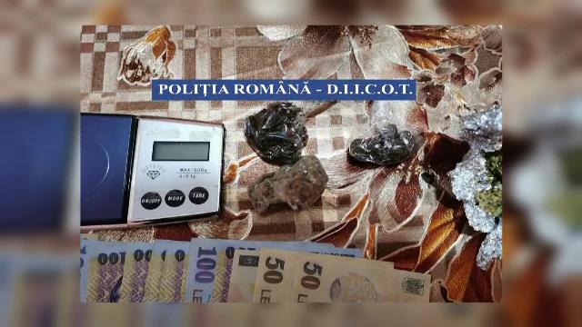 Descinderi la traficanți de droguri din București și două județe. 13 persoane, duse la audieri