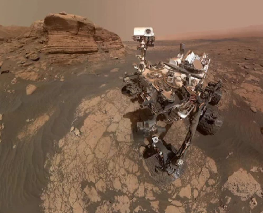 """Roverul """"Curiosity"""" și-a făcut primul selfie pe Marte. Modalitatea inedită de realizare a fotografiei"""