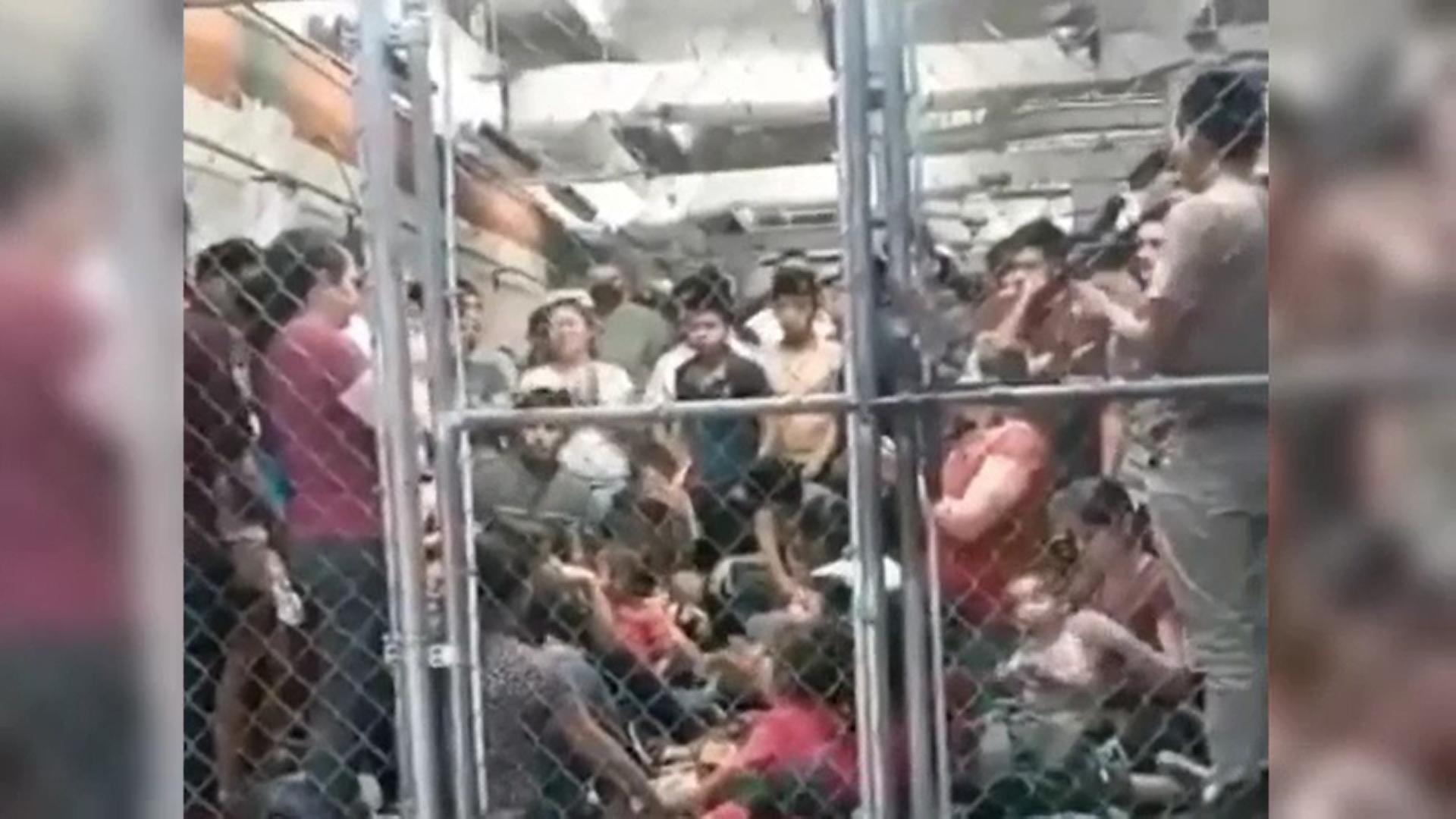 Video. Imagini revoltătoare din Mexic. Sute de imigranți sunt ținuți în cuști de metal fără măști