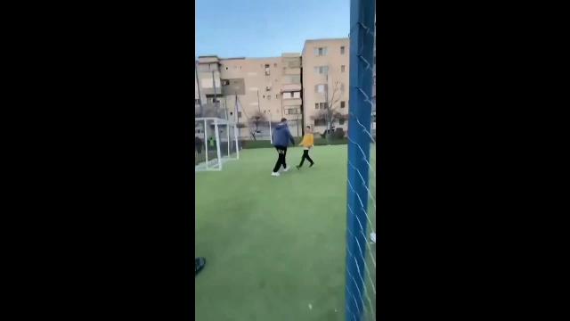 Copii bătuți într-un loc de joacă din Drobeta Turnu Severin. Motivul este incredibil