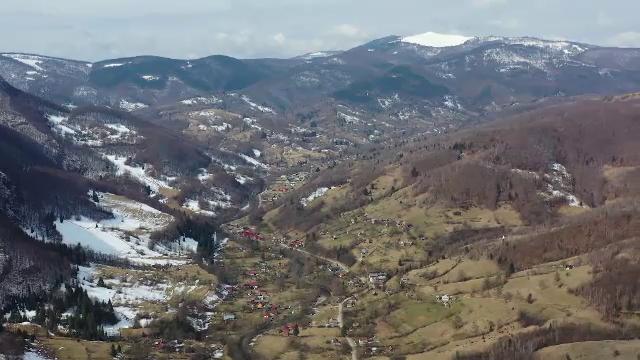 """Locul de poveste ascuns în inima Munților Apuseni. Turiștii sunt impresionați: """"E un colţ de Rai"""""""