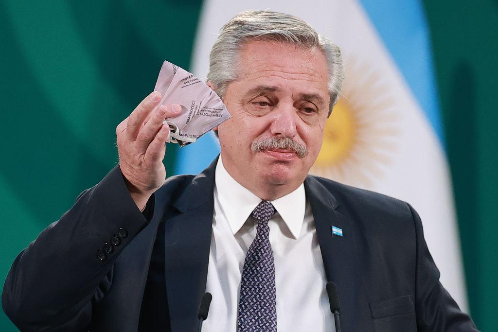 Preşedintele Argentinei, testat pozitiv pentru COVID-19 de ziua sa. A fost vaccinat cu Sputnik