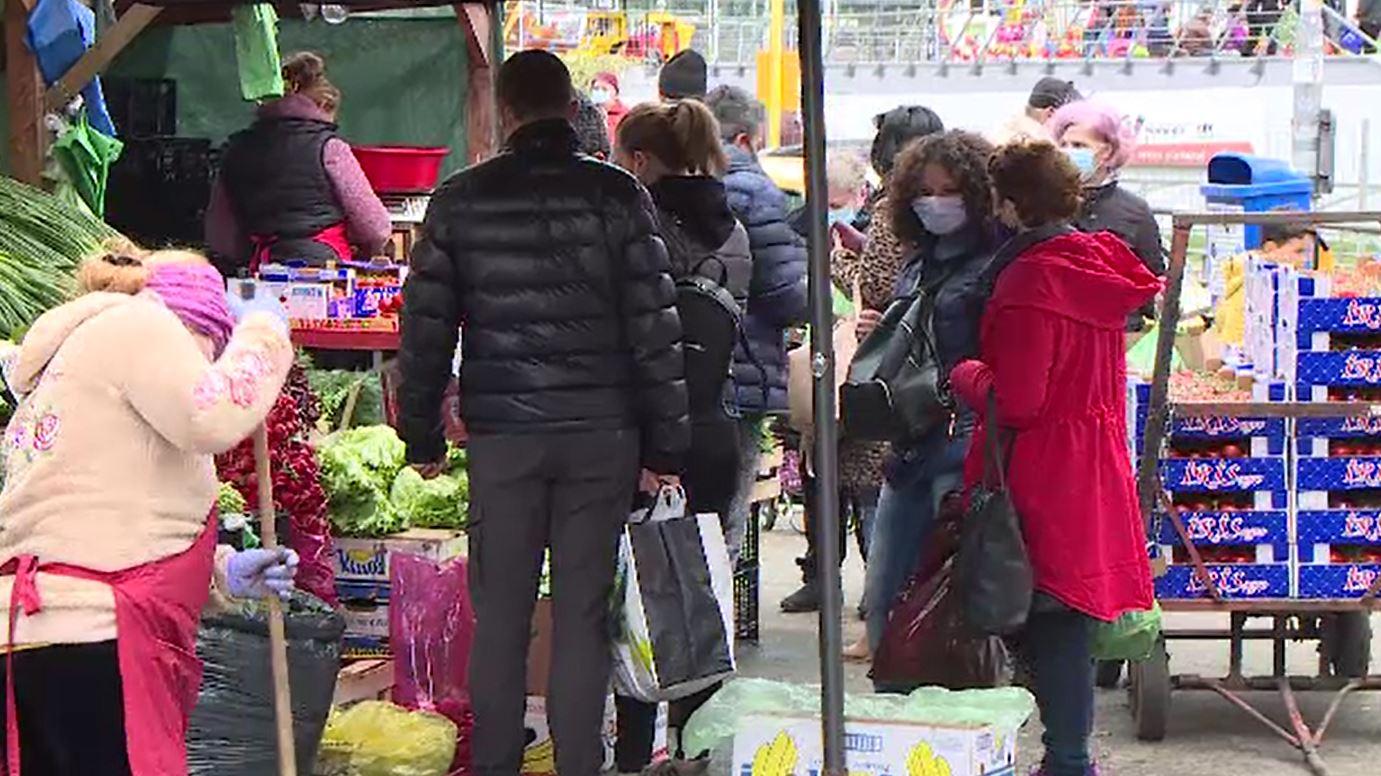 Cum arată primul weekend cu restricții în marile orașe din țară. Românii s-au grăbit să prindă magazinele deschise