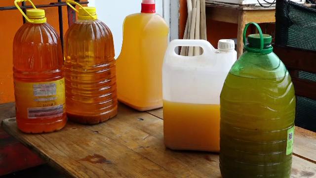 500 ml de detergent pentru 2 litri de ulei. Soluția adoptată la Năsăud pentru a reduce poluarea
