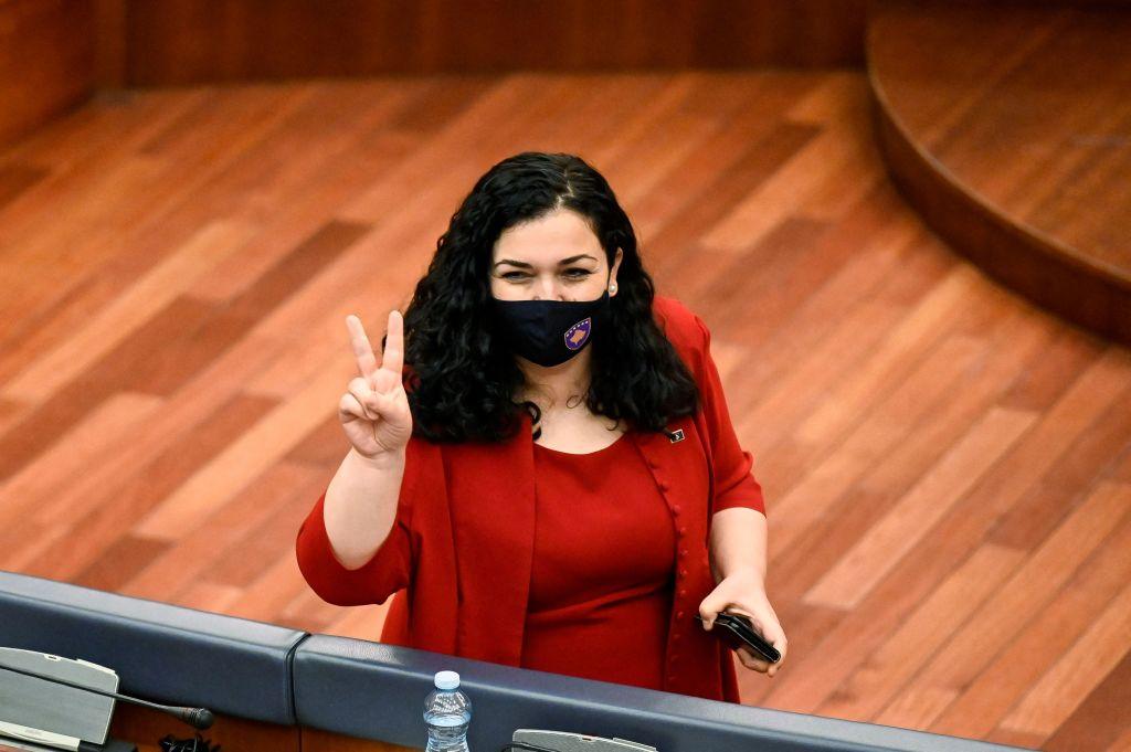 Schimbări majore pe scena politică din Kosovo. Jurista Vjosa Osmani a fost aleasă președinte