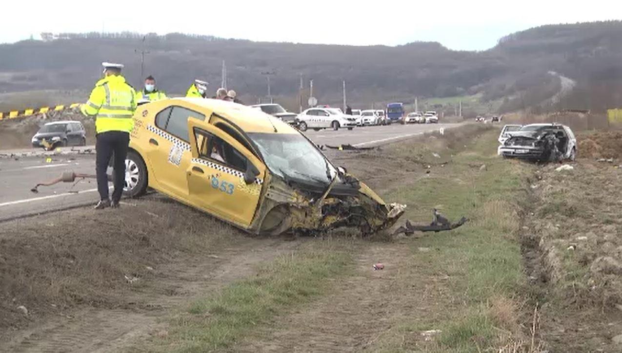 Accident cumplit cu trei morți pe DN1, din cauza unui taximetrist care a intrat pe contrasens