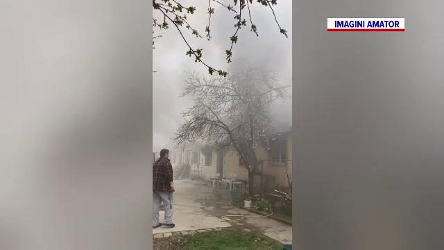 Incendiu la o locuință din Timiș. O femeie care se afla în casă a făcut atac de panică