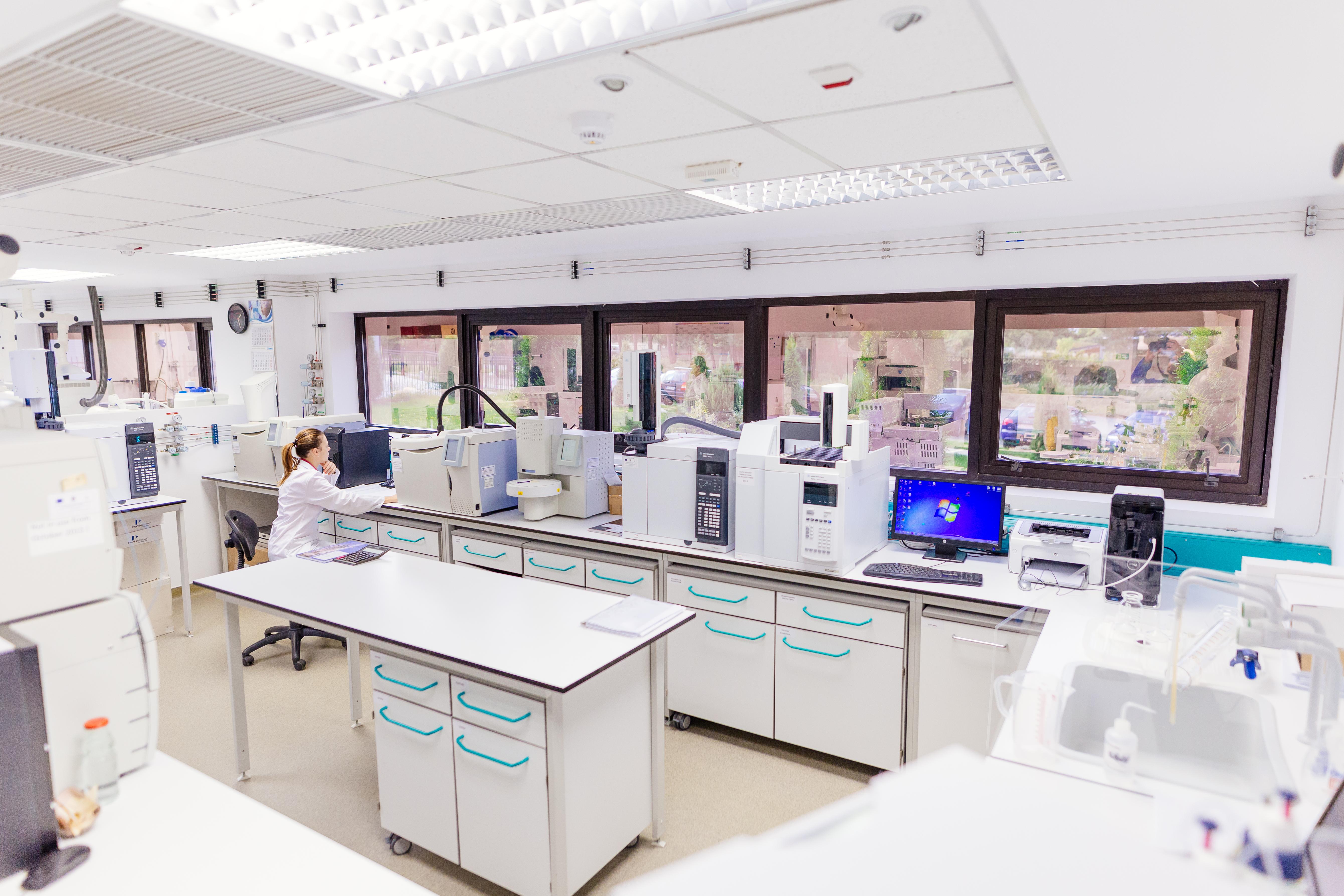 (P) PUROLITE realizează în România produse cu aplicații în domeniul farmaceutic și medical, esențiale în lupta anti-COVID