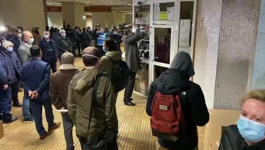 """Șeful Metrorex a folosit ranga la acțiunea de la metrou. Ministru: """"Un cartel se destructurează cu ranga"""""""