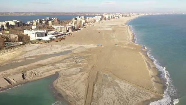 Cea mai scumpă zonă de plajă din Mamaia nu va fi amenajată până în iulie. Care este motivul