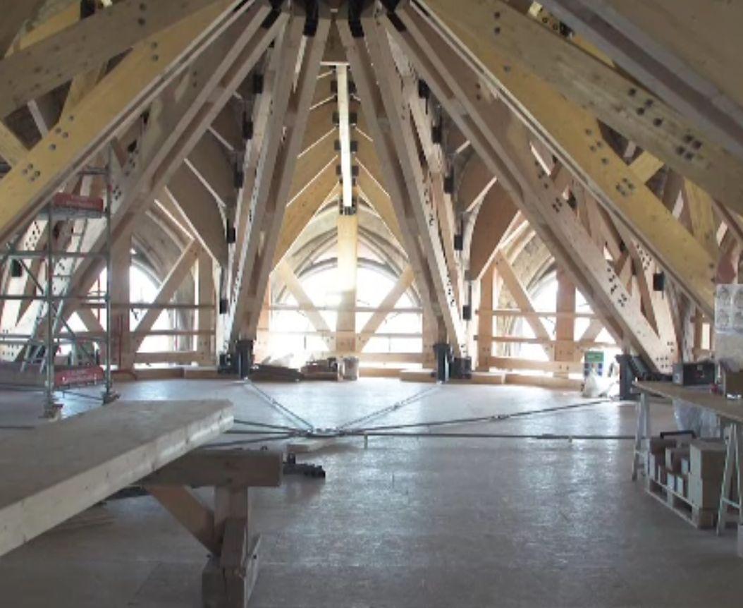 Începe reconstrucția catedralei Notre Dame, mistuită de incendiu. Imagini surprinzătoare cu structurile rămase în picioare