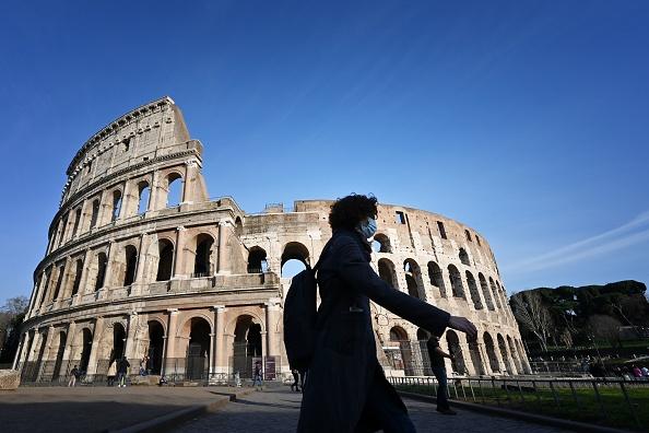 Premierul italian îndeamnă turiştii străini să-şi rezerve vacanţa în Italia de la jumătatea lunii mai