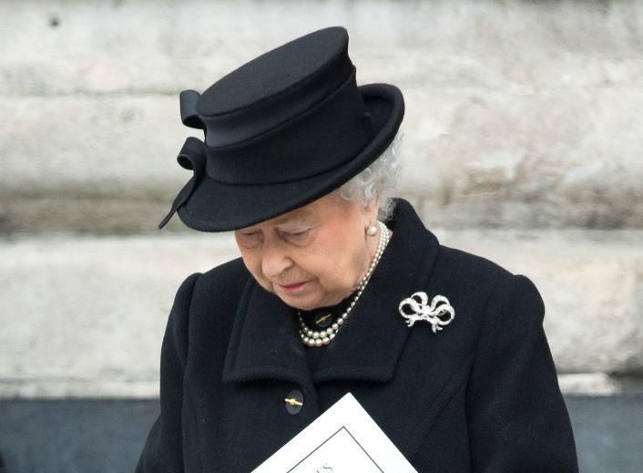 """""""Rugaţi-vă pentru regina Elisabeta a II-a"""". Ce s-a întâmplat cu Regina Elisabeta după moartea Prințului Philip"""